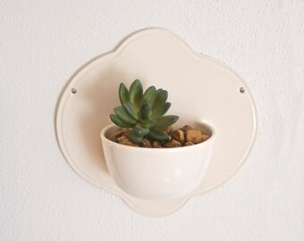 wall mounted planter. wall pocket.