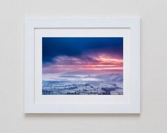 Misty Valley, Derbyshire, Angleterre. Photographie du paysage britannique lever du soleil.