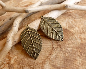 2x Leaf Charms, Antique Brass Pendants, Charms C219