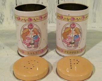 Vintage canister tin salt and pepper shakers boyfriend girlfriend two lovers salt pepper shakers, tin shakers set, retro salt pepper shakers