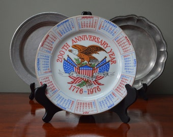 Plate USA Bicentennial 1776 1976 Commemerative Red White Blue Bright Colors Bald Eagle E Pluribus Unum Calendar Plate 1776 Spencer Gifts