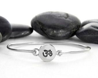 Om Bracelet in Sterling Silver, OM Charm, Om Bracelet, Om Jewelry, Yoga Jewelry, yoga bracelet, Silver Bracelet, Sterling Silver, JIB248SS