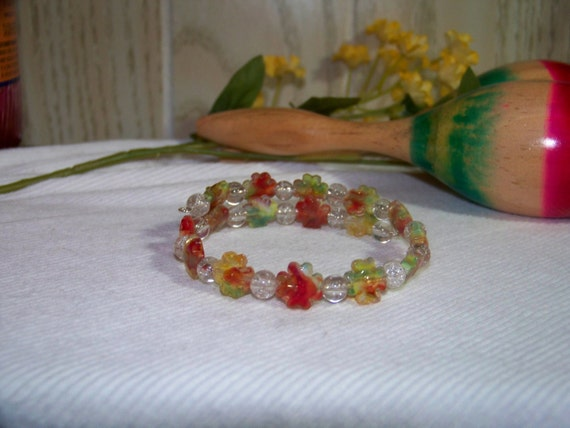 Bracelet - Green & Red Glass Flowers, Clear Crackle Glass, Memory Wire