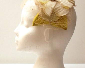 Lovely vintage 1950s floral headpiece