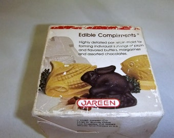 Vtg. 1980 Jareen Edible Compliments Porcelain Food Mold / mini corn shape