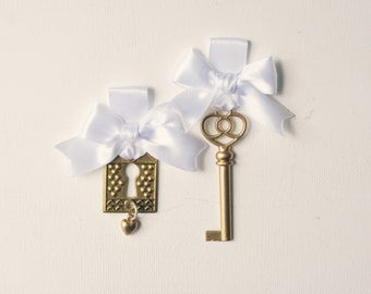 Lock and key boutonniere and bouquet charm set, Bride and groom, Bouquet pin, buttonhole, Gold wedding, Wedding accessory, Unique keepsake