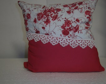 Red pillow with lace 40x40cm, romantic, handmade, cotton by himmeldurchnadeloehr