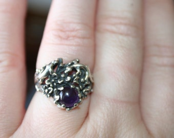 SALE ....Vintage Sterling Silver  two  Lizards chilling in garden  flowers with amethyst Ring Twig Diorama in size 6 and half  Stunning