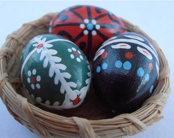 Vintage Miniature Easter Eggs Wooden Figurine Natural Woven Mini Basket Red Black Green black White Paint Straw Nest Folk Villacollezione