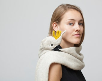Cockatoo Stole in beige from scottish lambswool