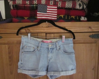 Levi's Shorts 528 Curvy Cut