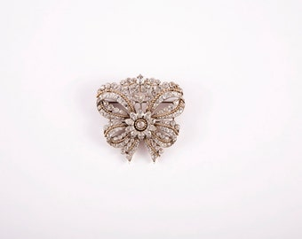 Stunning white sapphire brooch.