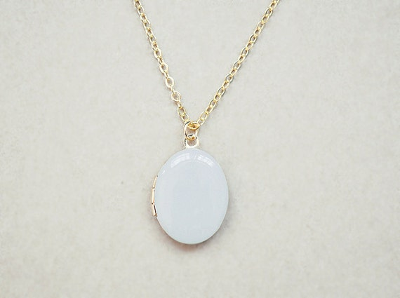 Pastel Grey Vintage Style Locket - 16k Gold Plated Chain - Picture Charm