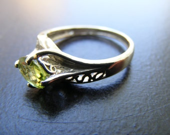 15% Off Sale.S227 New Sterling Silver Antique Ornate Filigree Ring With 1 carat Natural Peridot Gemstone