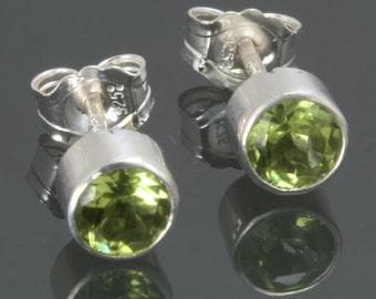 Peridot Stud Earrings. Sterling Silver. August Birthstone. Genuine Gemstone. 4mm Faceted Round. f14e001