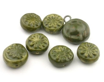 Flower Beads, Bead Set, Green Beads, Dark Green Beads, Bumpy Pendant, Daisy Beads, Ceramic Beads, stoneware beads, pottery beads, beads