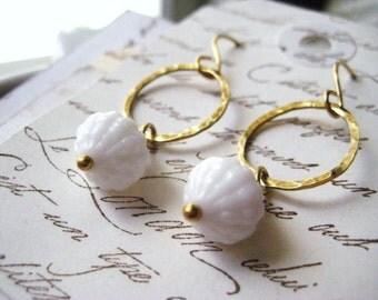 Glass earringrs, Australian glass, Vintage Beads, White Glass, Bumpy Beads, Texture Brass Ring, Handmade Earrins, Golden Brass, candies64