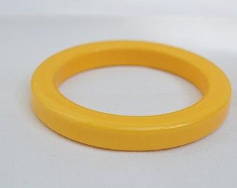 Bakelite Bangle, Yellow Bangle, Yellow Bakelite, Yellow Bakelite Bangle, 1940s Bangle, 1940s Bakelite, Vintage Bakelite,Vintage Bangle