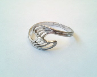 Vintage Die Cut wrap around sterling ring BEAU 925 size 7.75 sleek elegant simple signed