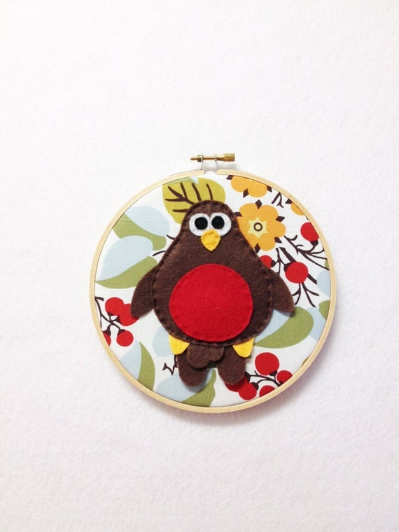 Robin Wall Art, Fabric Wall Art, Embroidery Hoop Art, Robert the Robin - Floral and Berries, Felt Bird, Nursery Decoration