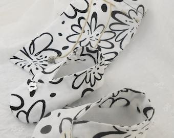 Black & White Floral -  Kimono Slippers- Carrybag - Handmade 0-6mths