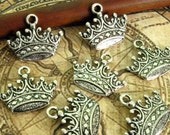 Silver Crown Charms - Set of 10 - Antique Silver Finish Crown Pendant (SC0046)