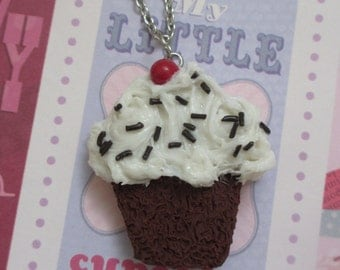 Sundae cupcake necklace