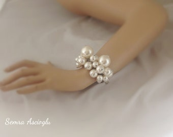 bold chunky pearl bracelet for brides, bridesmaids gift
