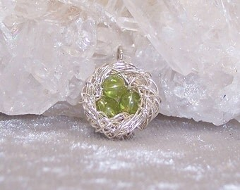 AUGUST EGGS - Nest Pendant in Peridot and Sterling Silver