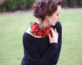Necklace with felted wool flowers red green, pick your favorite color