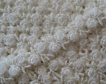 Venise Lace Delicate Ivory Rosebud Trim Old Fashioned Favorite 2 Yards V-13