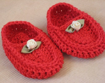 Red cotton knitted baby moccasins with little satin flower