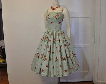vintage dress / Vintage 1950s Embroidered Floral Full Skirt Party 50s Dress