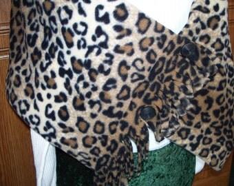 FRINGED FLEECE WRAP, Leopard Print