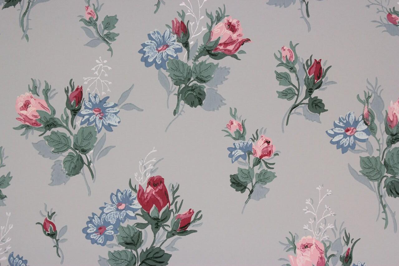 1940er jahre vintage tapete rosa rosen und blauen blumen auf. Black Bedroom Furniture Sets. Home Design Ideas