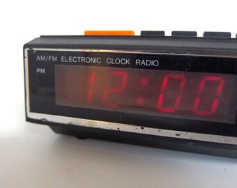 Vintage Windsor Clock Radio