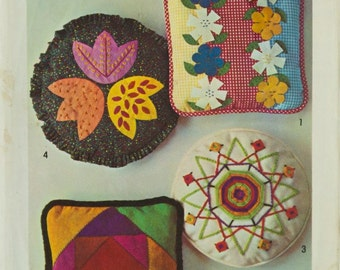 Vintage Simplicity 9696 Craft Sewing set of pillows with Transfers