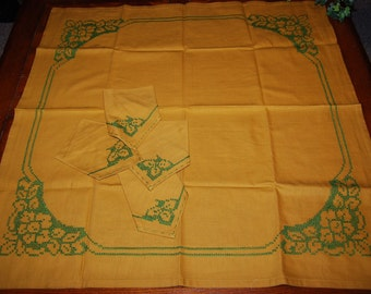 Vintage Tablecloth Retro Gold and Avocado Green with Napkins 1960's
