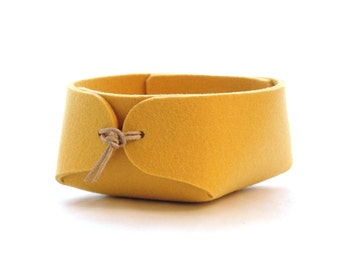 Yellow felt basket with leather strap closure - Japanese inspired simple desk organizer in wool felt - bedside organizer - jewelry organizer