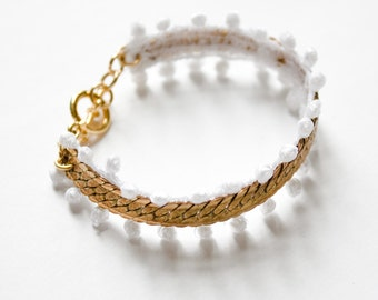 Lace bracelet - TAO - White or black lace with brass chain