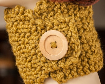 Chunky Knitted Scarf Neck Warmer Pale Green with Wood Button (Hand Knit)