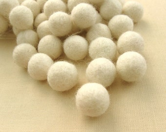 Felt Balls Ivory - 20 Pure Wool Beads 15mm - Off white Shade -   (W204B)