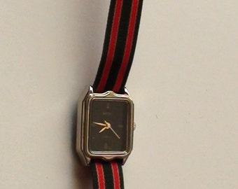 1980s Quartz Watch Royal Green  and REd Strap Band Lady Wrist Watch Classic is  Working