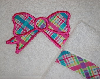 Custom Embroidered, Personalized Towel Set with Pink Plaid Bow
