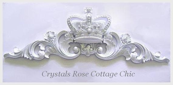 Metallisches Silber Fleur De Lis Bed Krone