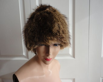 Vintage Raccoon Fur Women Hat Small 21.25  70's