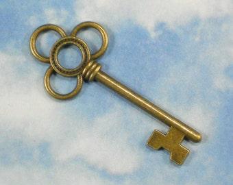10 Key Shamrock Charms 53mm Antiqued Bronze Pendants Wedding Favors or Escort Cards (P1267)