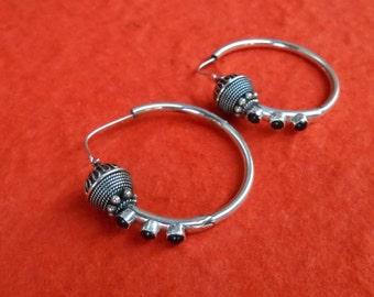 Bali Sterling Silver Hoop Creolen Earrings / silver 925 / Black Onyx / Balinese Handmade Jewelry / Silver bead / 1.35 inch / (#205m)