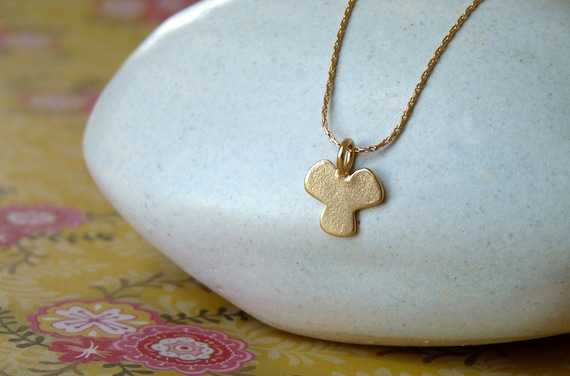 Delicate Gold Neckalce - Goldfilled Chain with a Clover Gold Pendant