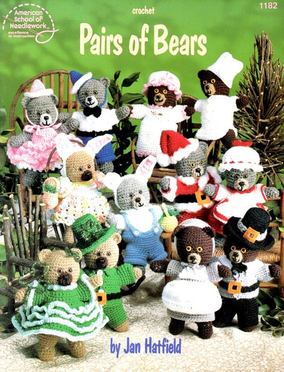 Pairs of Bears Crocheted Dolls Clothes Stuffed Toys Soft Sculpture Santa Leprechauns Rabbit Pilgrim Birthday Holiday Craft Pattern Leaflet